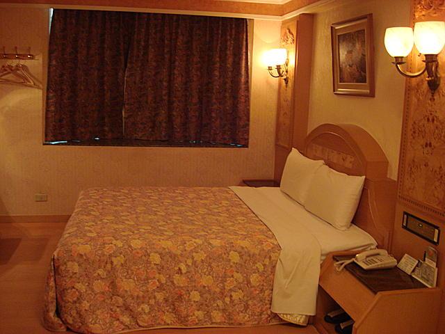 台南市皇家花園汽車旅館 - 背包客棧